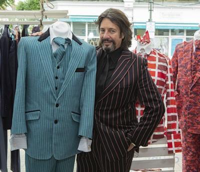 Laurence Llewelyn-Bowen brings his trademark style to Battersea
